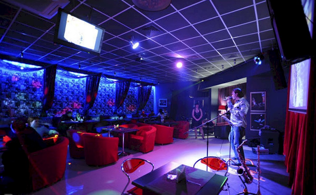business plan for a nightclub The mecca nightclub will be a premier, high-energy, theme dance and nightclub located in mansfield/storrs, connecticut guide to writing your business plan introduction a business plan is an important document for any business and it can be written for a variety of.